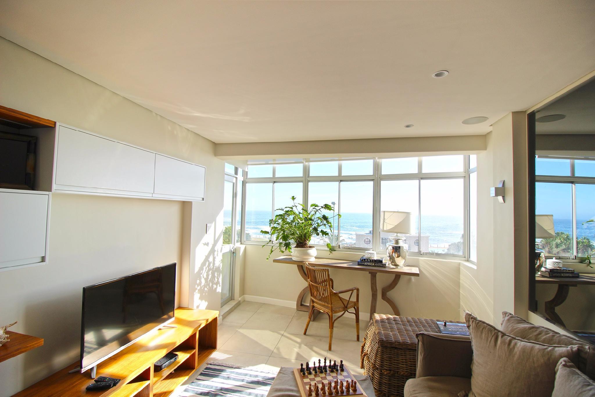 Stunning 2 Bedroom Apartment Overlooking The Famous Beach Promenade