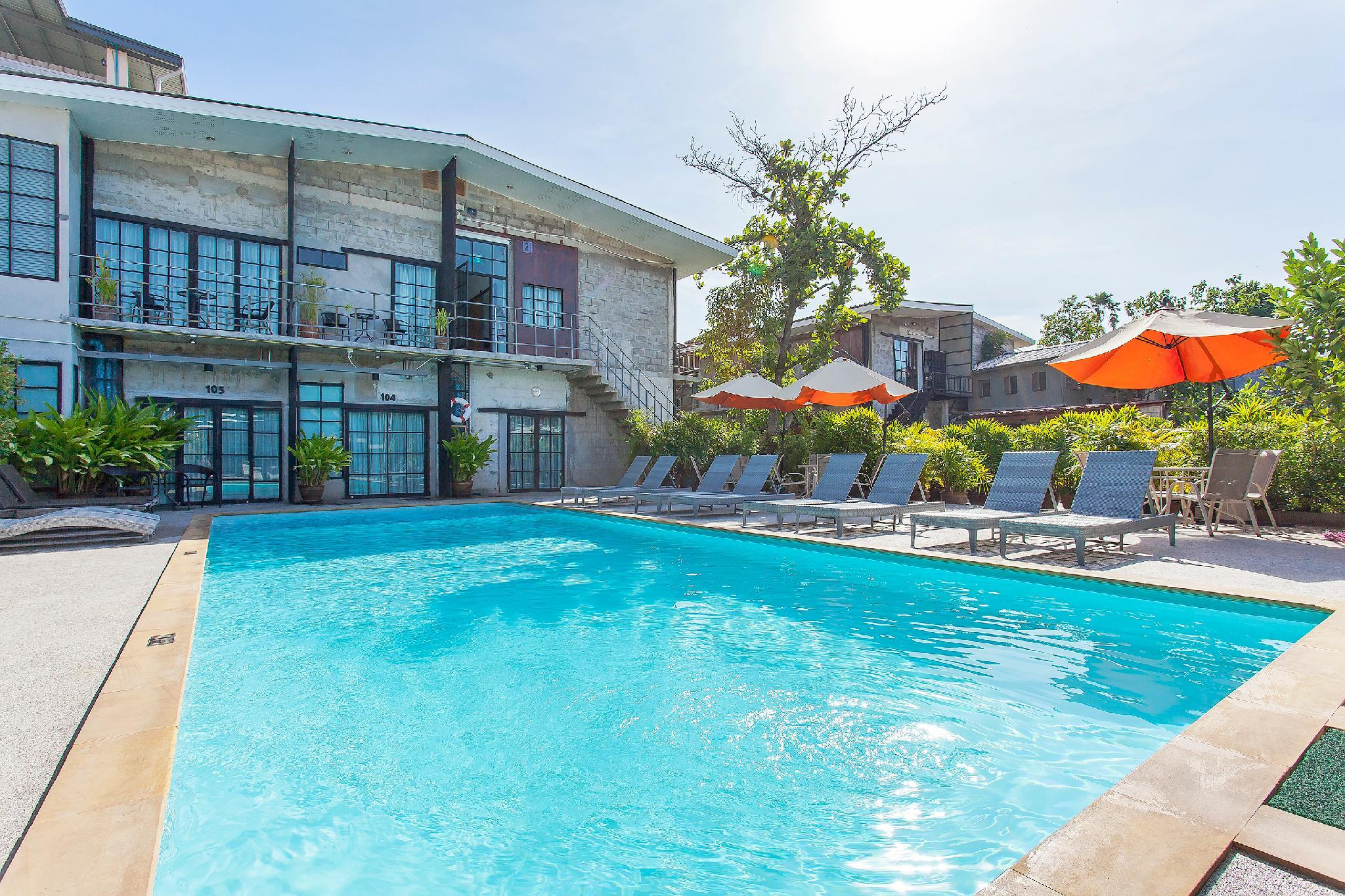 Blue Bell Resort 12BR Sleeps 24 W  Pool In City