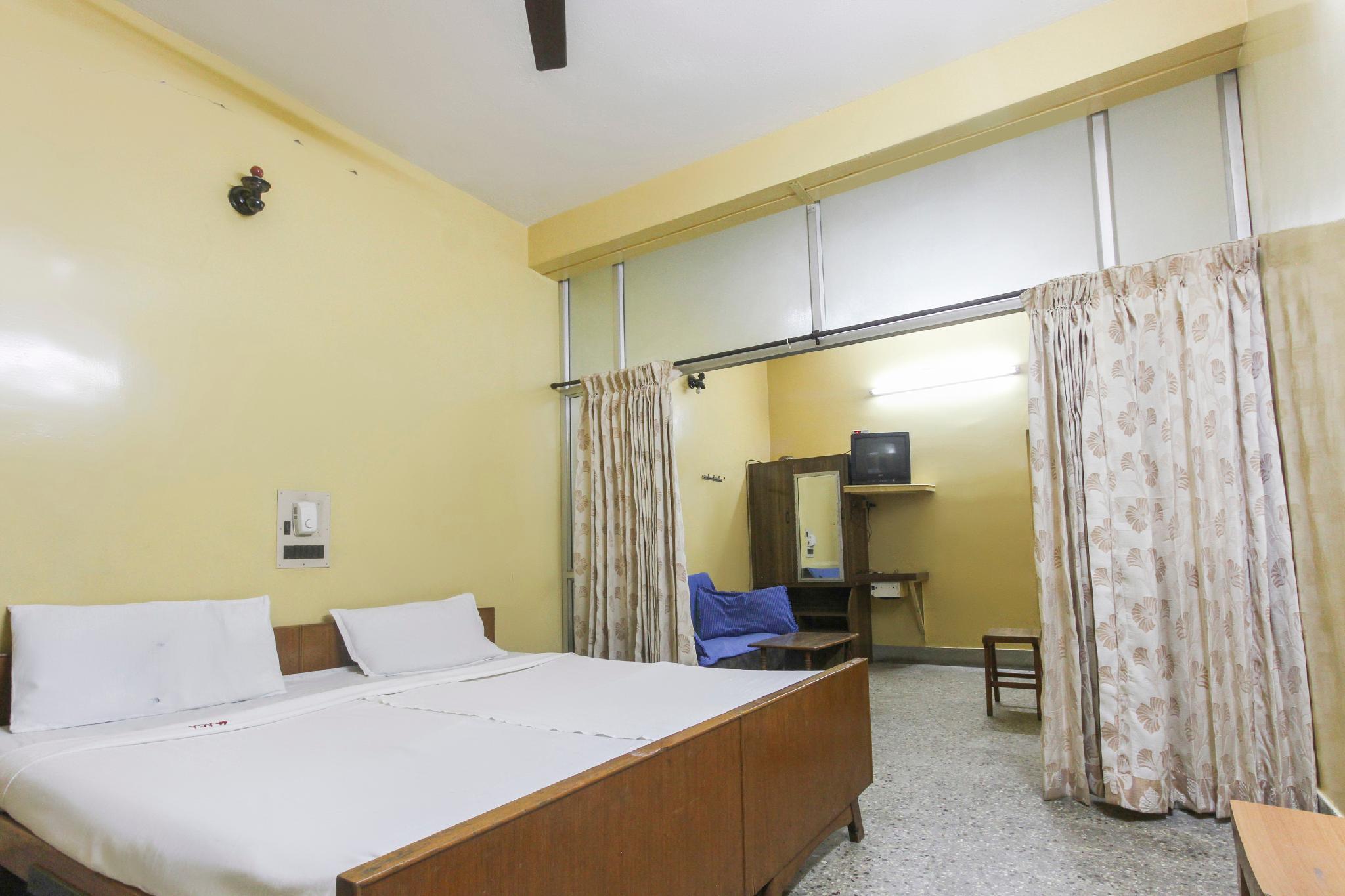 SPOT ON 61396 Sri Lakshmi Lodge