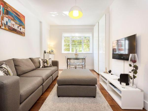Veeve 2 Bed Flat On West End Lane West Hampstead London