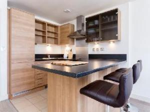 Veeve  2 Bed Flat With Views Imperial Wharf Fulham