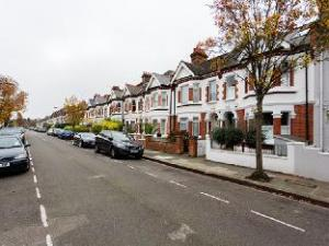 Veeve  3 Bed 3 Bath Family Home Langthorne Street Fulham