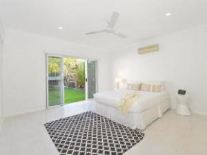 Kewarra Beach House - Luxury Holiday House