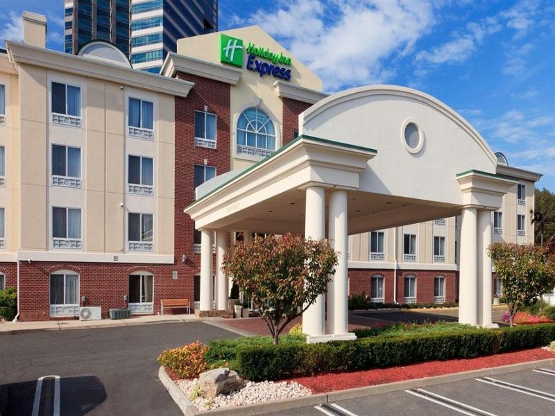 Holiday Inn Express Tower Center New Brunswick