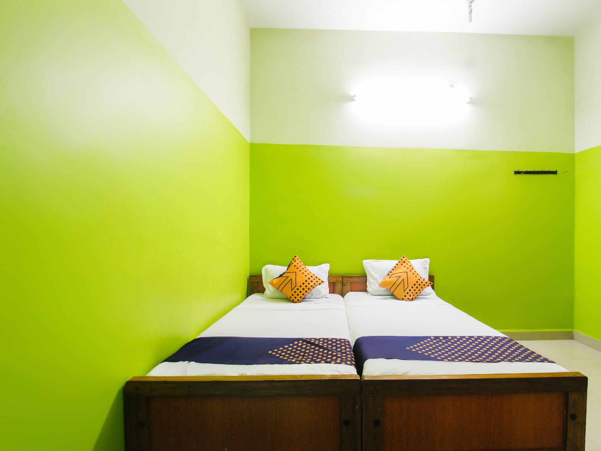 SPOT ON 60738 Senaithalaivar Residency