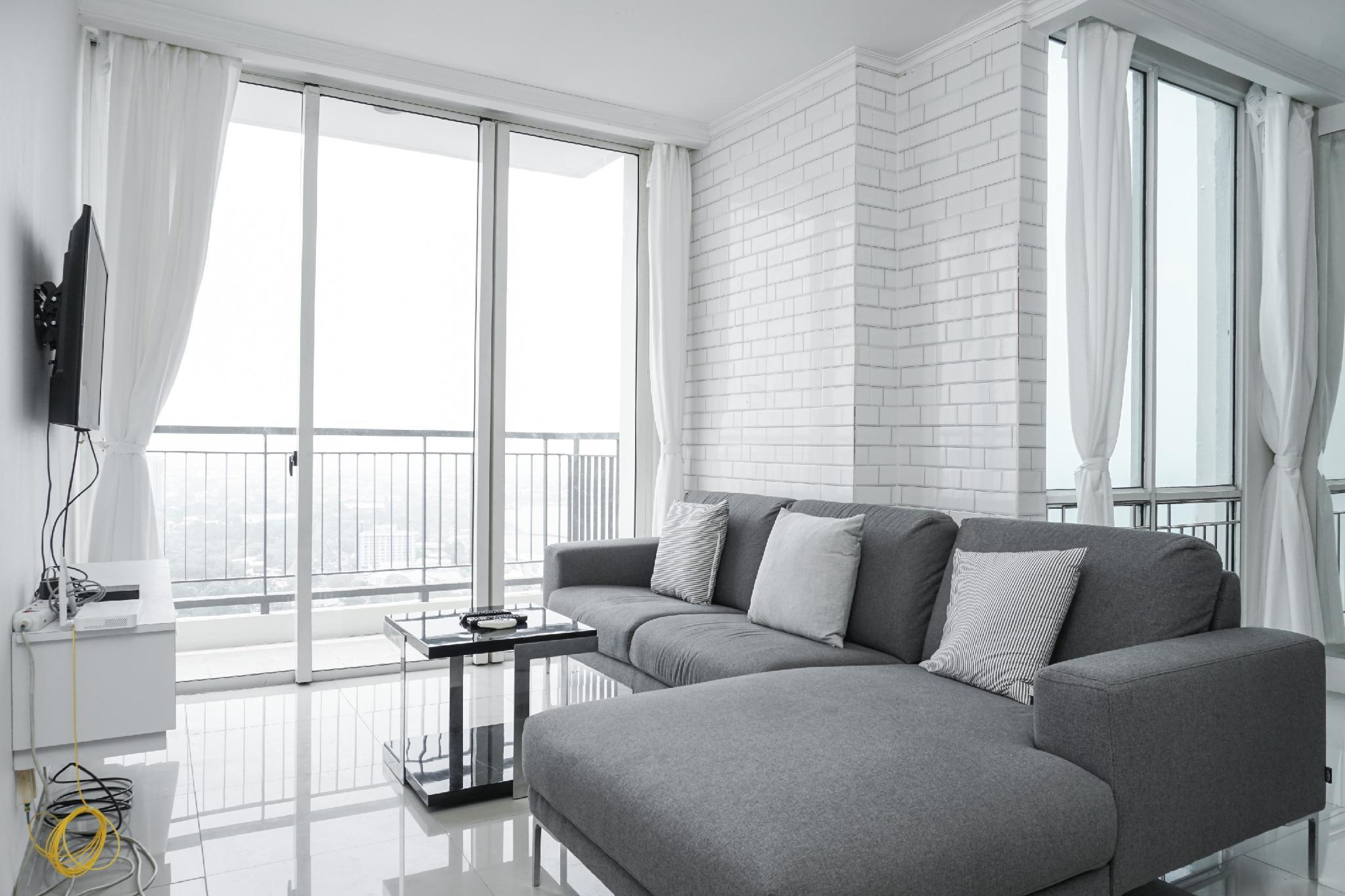 Big And Cozy 2BR Apt At Ancol Mansion By Travelio