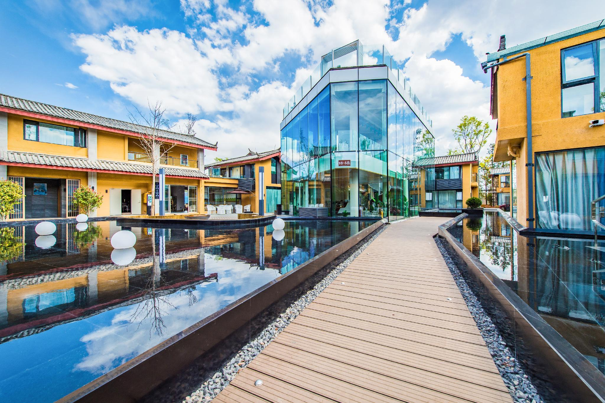 QianSu YunPan Snow Mountain Resort Hotel