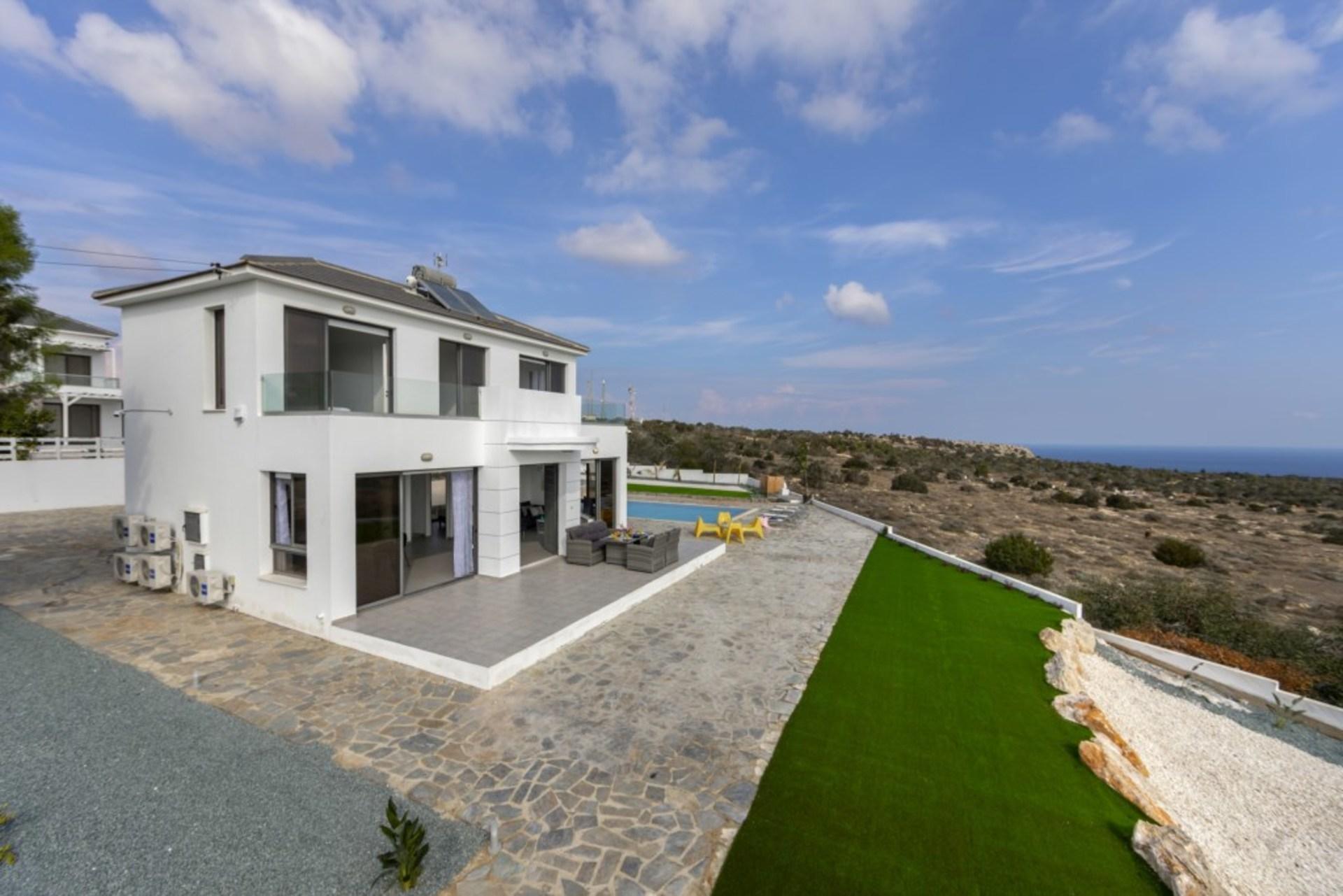 Luxury Villa Close To The Beach In Protaras