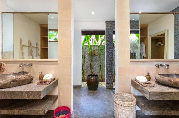 The Ultimate 5 Star Holiday Villa in Seminyak with Private Pool and Fully Staffed, Villa Bali 2055
