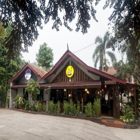 RedDoorz Syariah Plus near Trans Studio Cibubur Jakarta