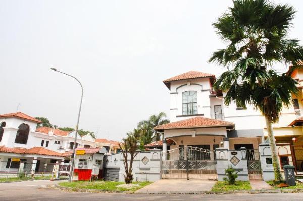 D Villa / Pelangi Indah JB / Event House / 18 pax Johor Bahru