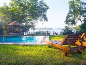 蓝比尼舄湖 (Lumbini Lagoon)