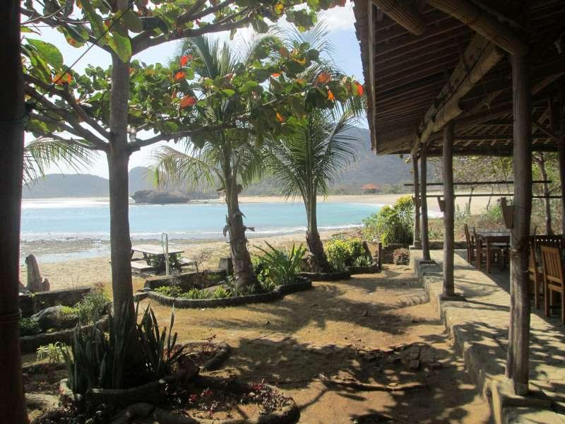 Hotel Bagus dan Murah di Sumbawa - Rantung Beach Bar And Cottage