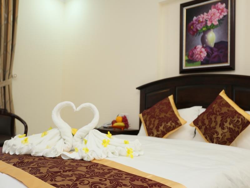 Golden Hotel   Dist 7