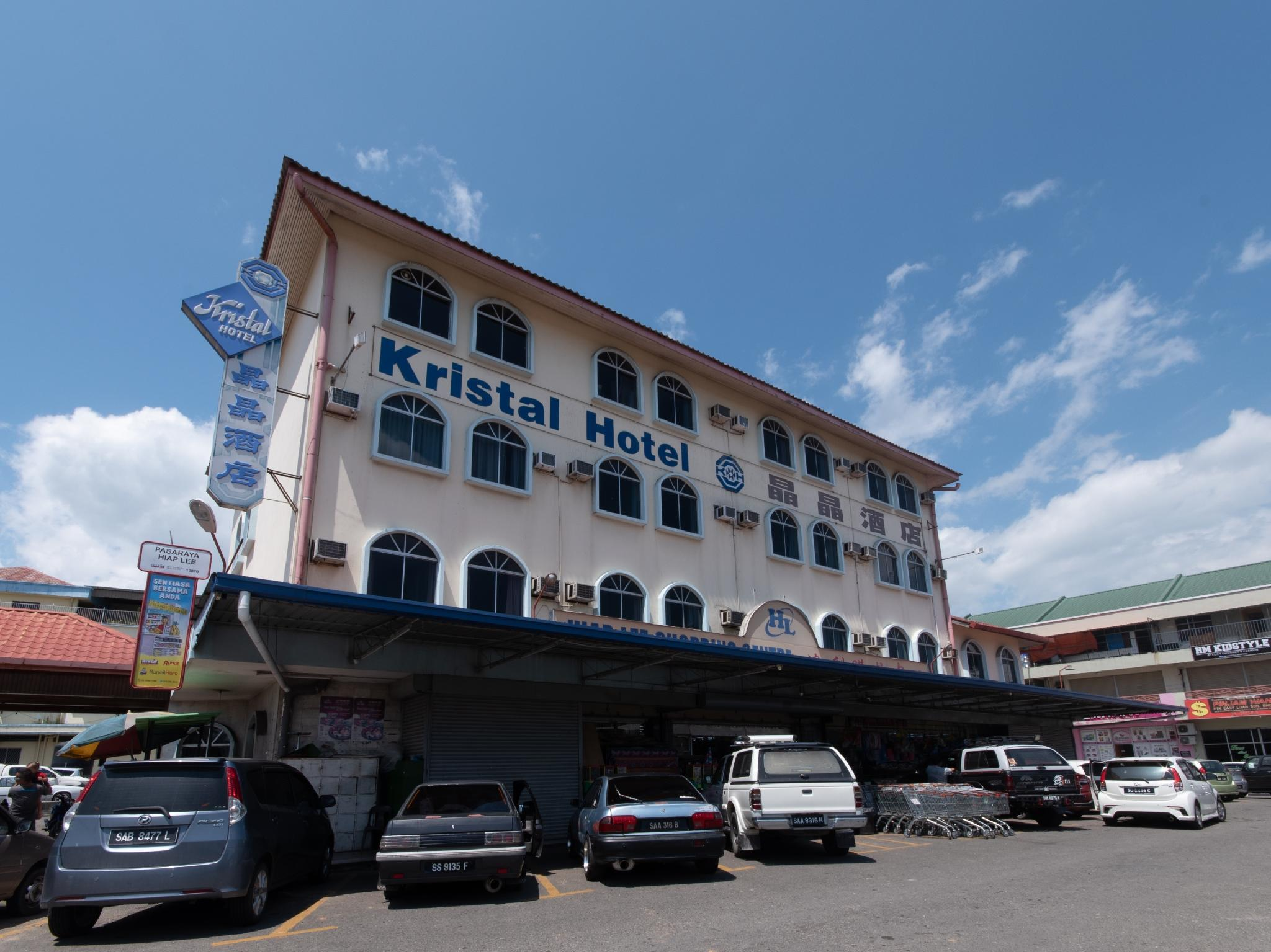 OYO 89577 Kristal Hotel