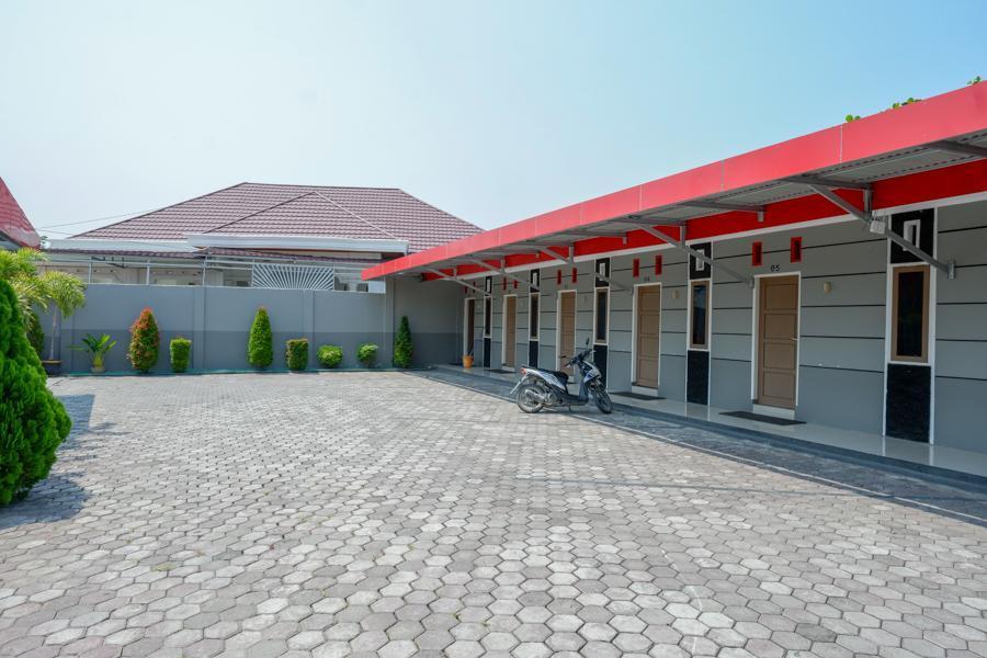 RedDoorz Near RS Samaritan Palu