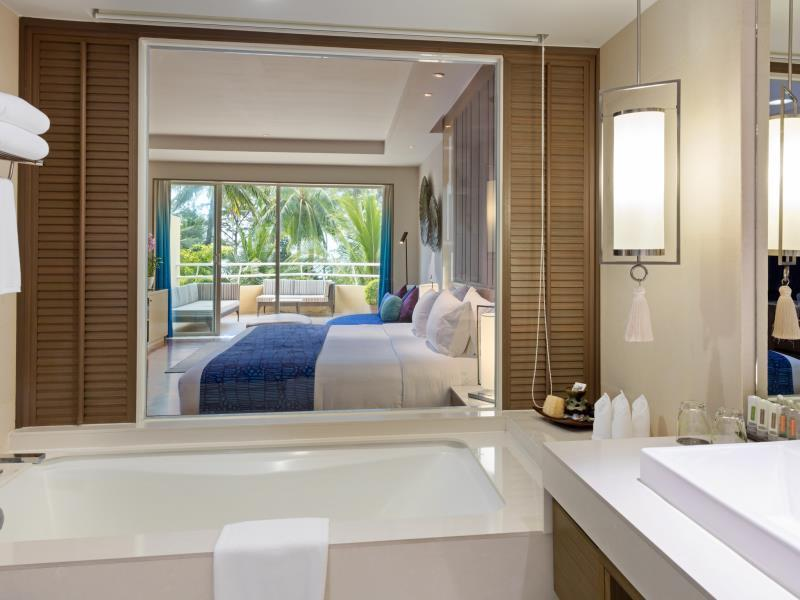 Deluxe Pool View Room (Bathroom)