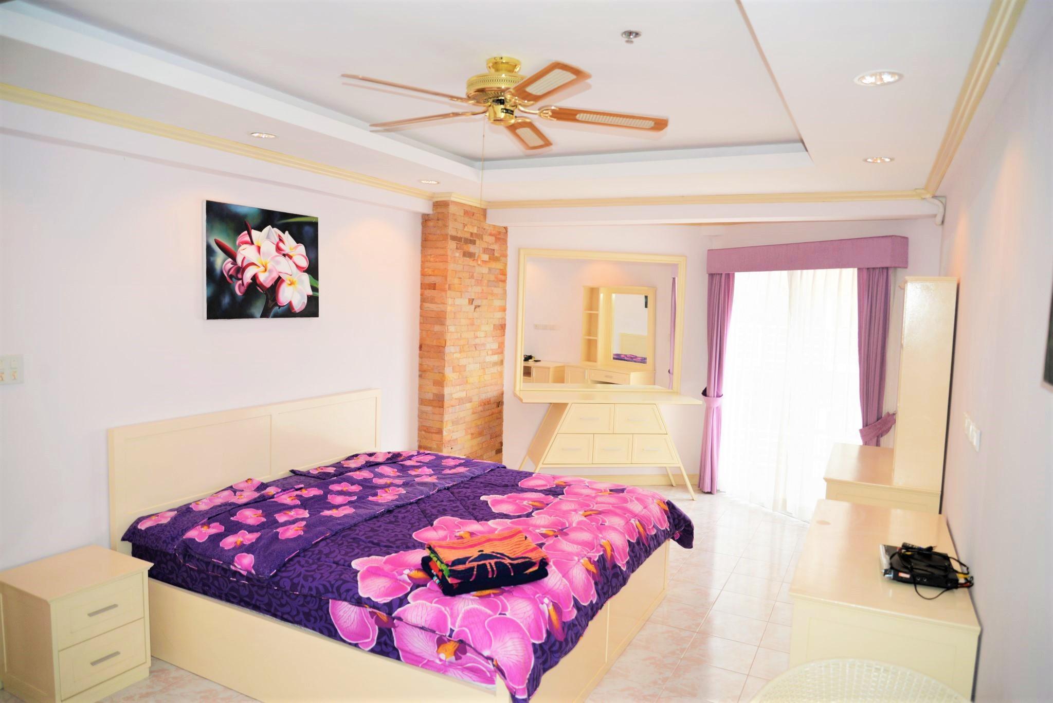 Modern 1 Bedroom Apartment At Jomtien Beach Condo