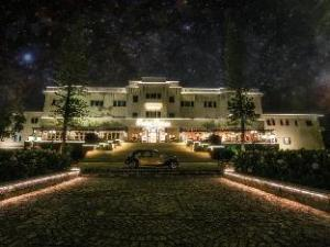 Despre Dalat Palace Luxury Hotel & Golf Club (Dalat Palace Luxury Hotel & Golf Club)