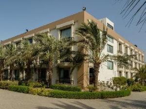 Про Sharma Resort (Quality Inn Palms)