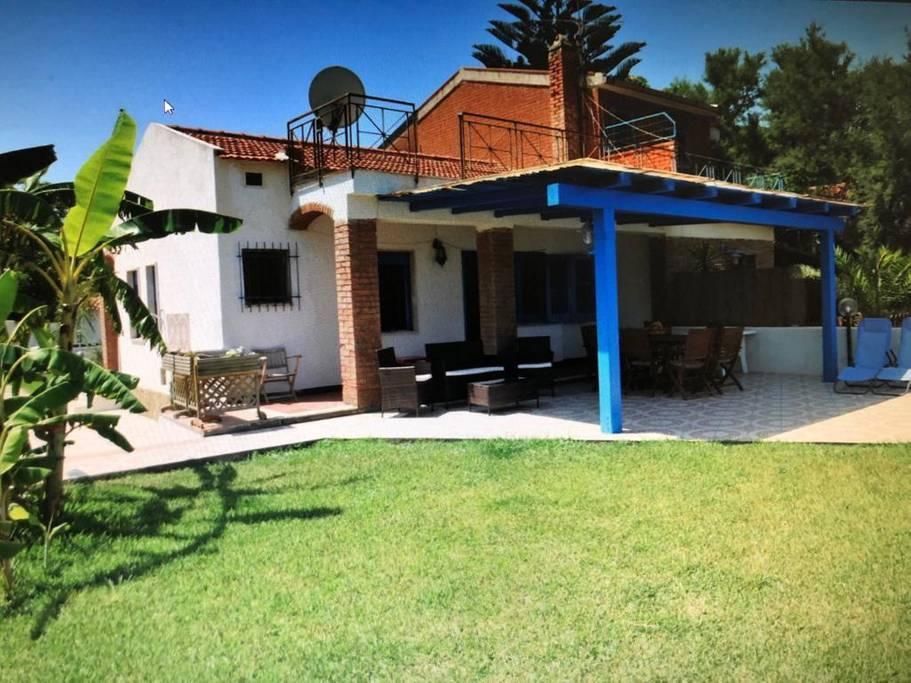 Hintown Villa Cristina Costa Turchina DA ELIMINARE