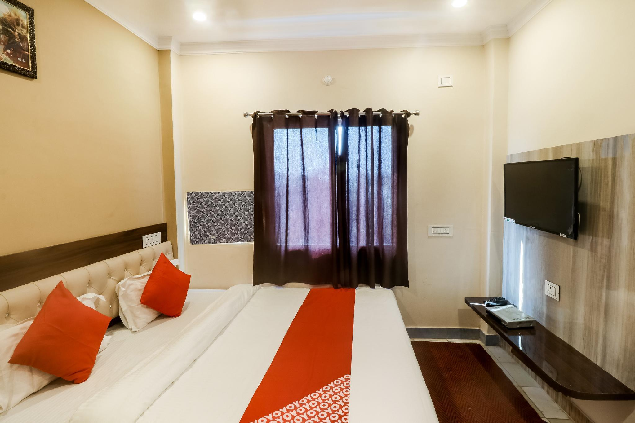 OYO 65985 Hotel Bliss Guest House