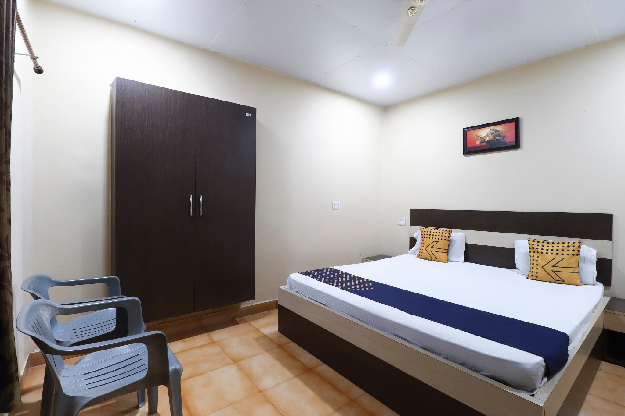 SPOT ON 66758 Hotel Sri Hari