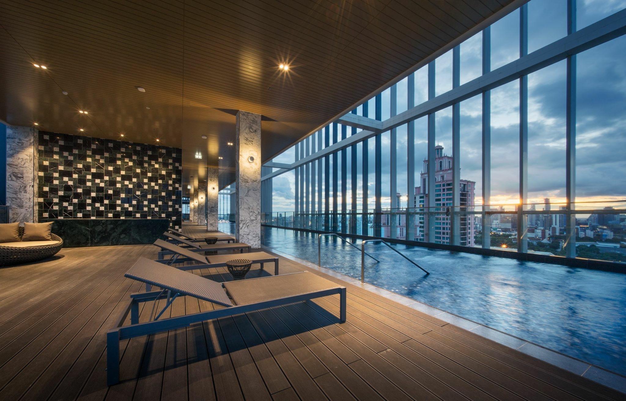 Sukhumvit 24 Cozy 1BR-A Huge sky pool gym BTS WIFI