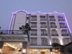 Summer Quest Hotel