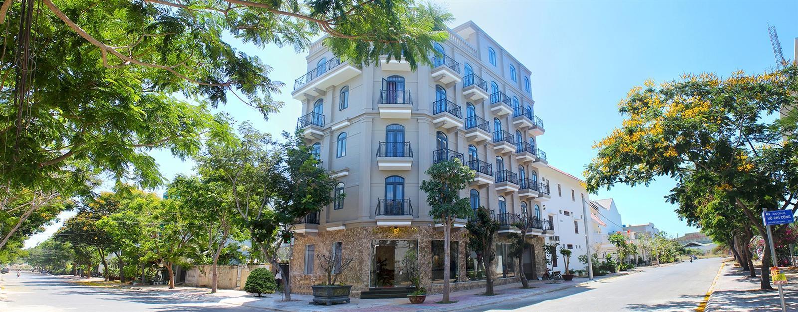 AHA Monaco Hotel