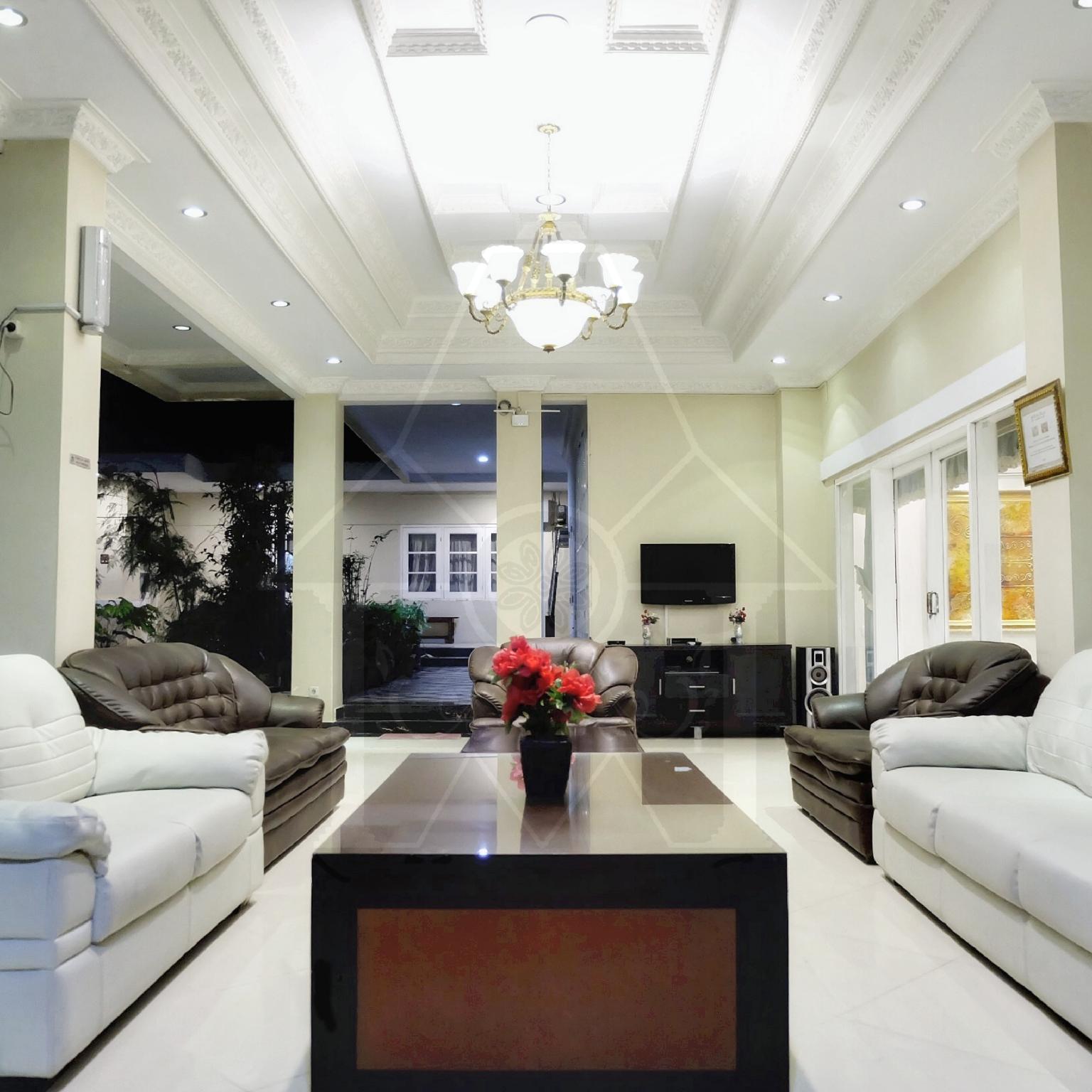 5BR Villa @ Wisma Halim Villas And Conference