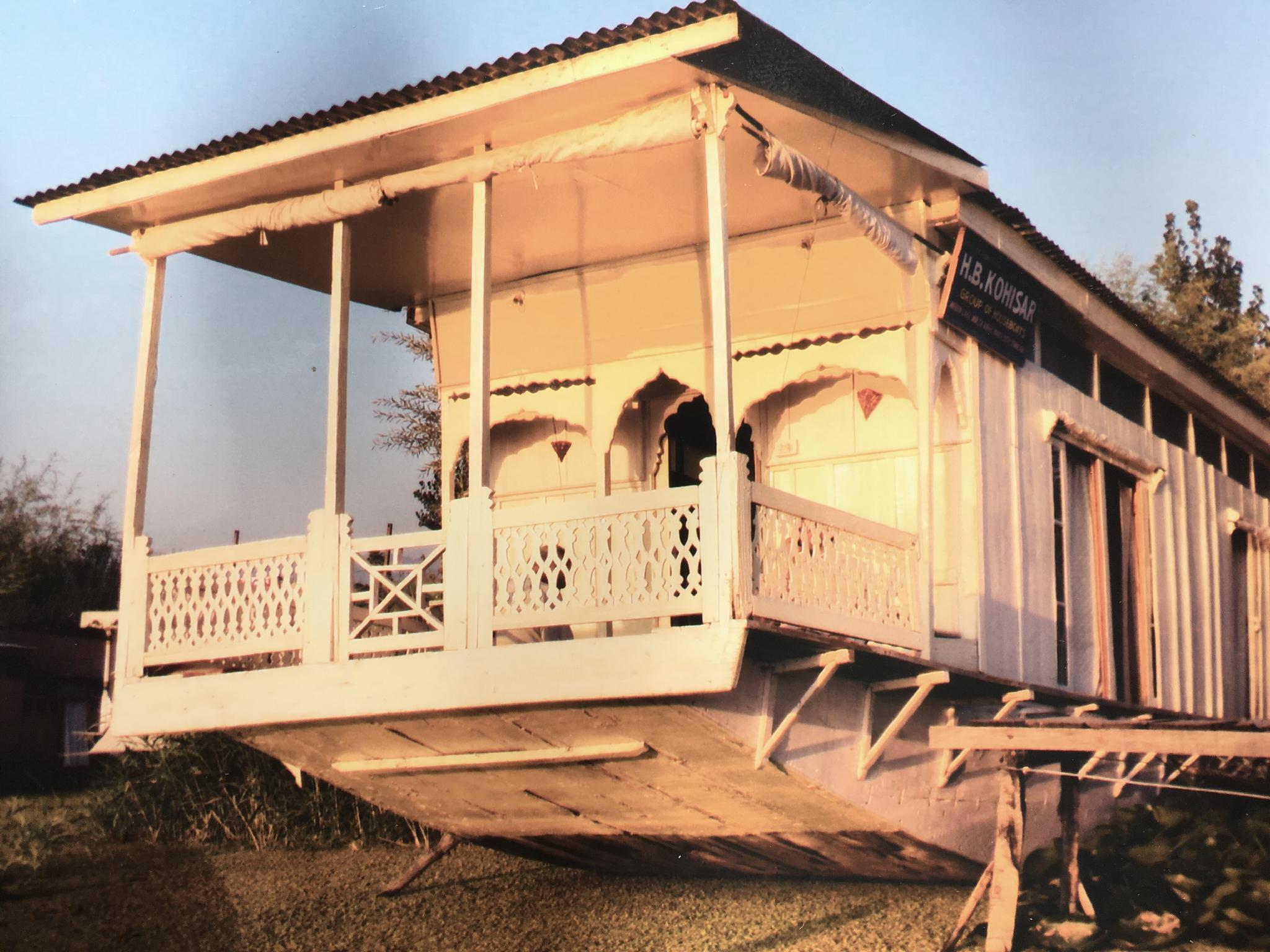 Houseboat Kohosar