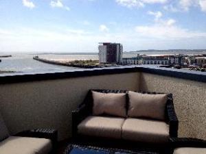 關於海濱頂樓公寓 (Waterfront Penthouses)