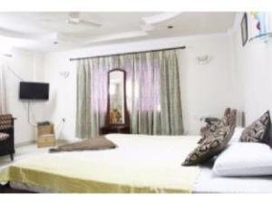 Vista Rooms near MLA Colony