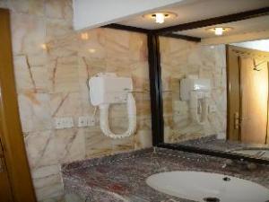 苦难塔酒店 (Borg Al Alam Hotel)