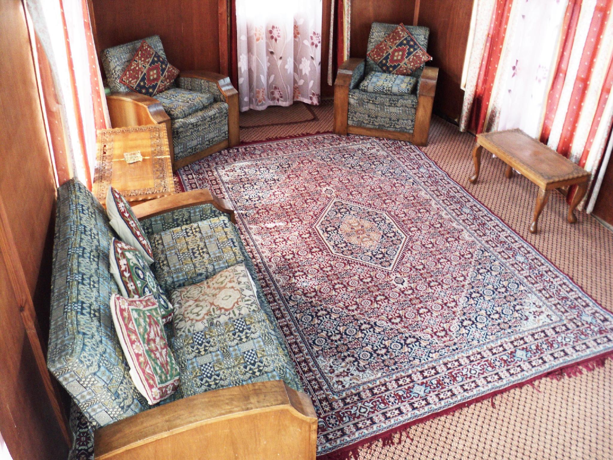 Discount Houseboat Kohiisar