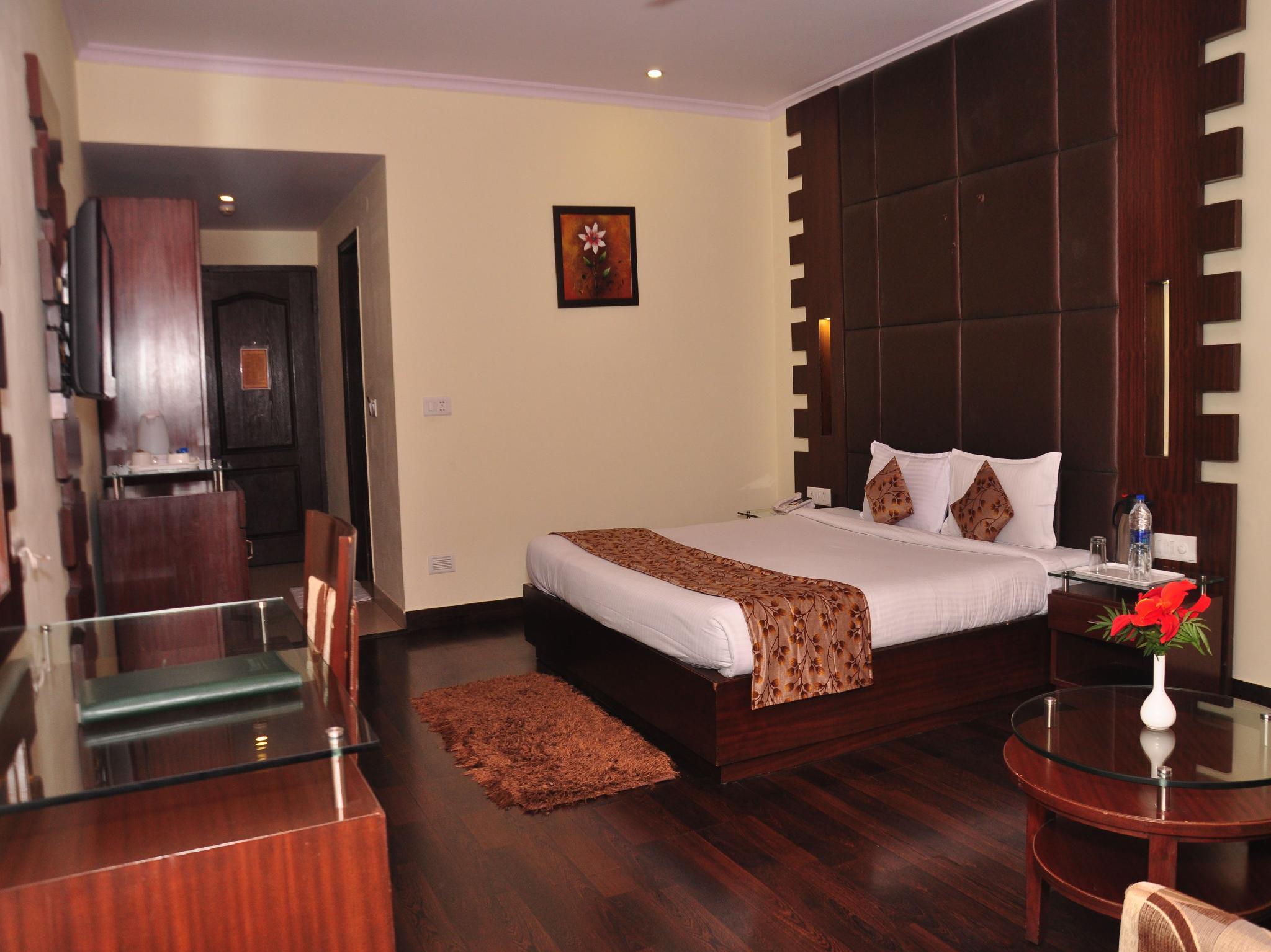 Price OYO Premium ISBT Tutikandi Shimla