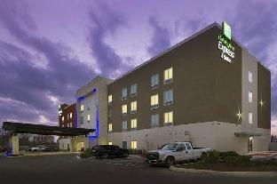 Фото отеля Holiday Inn Express & Suites New Braunfels