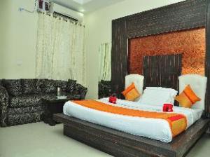 OYO Rooms Hide Market