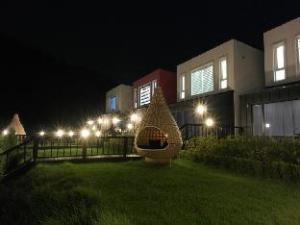 Pendant House