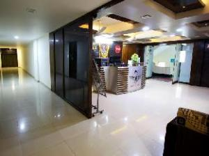 Hotel Seven Karnavati Resort
