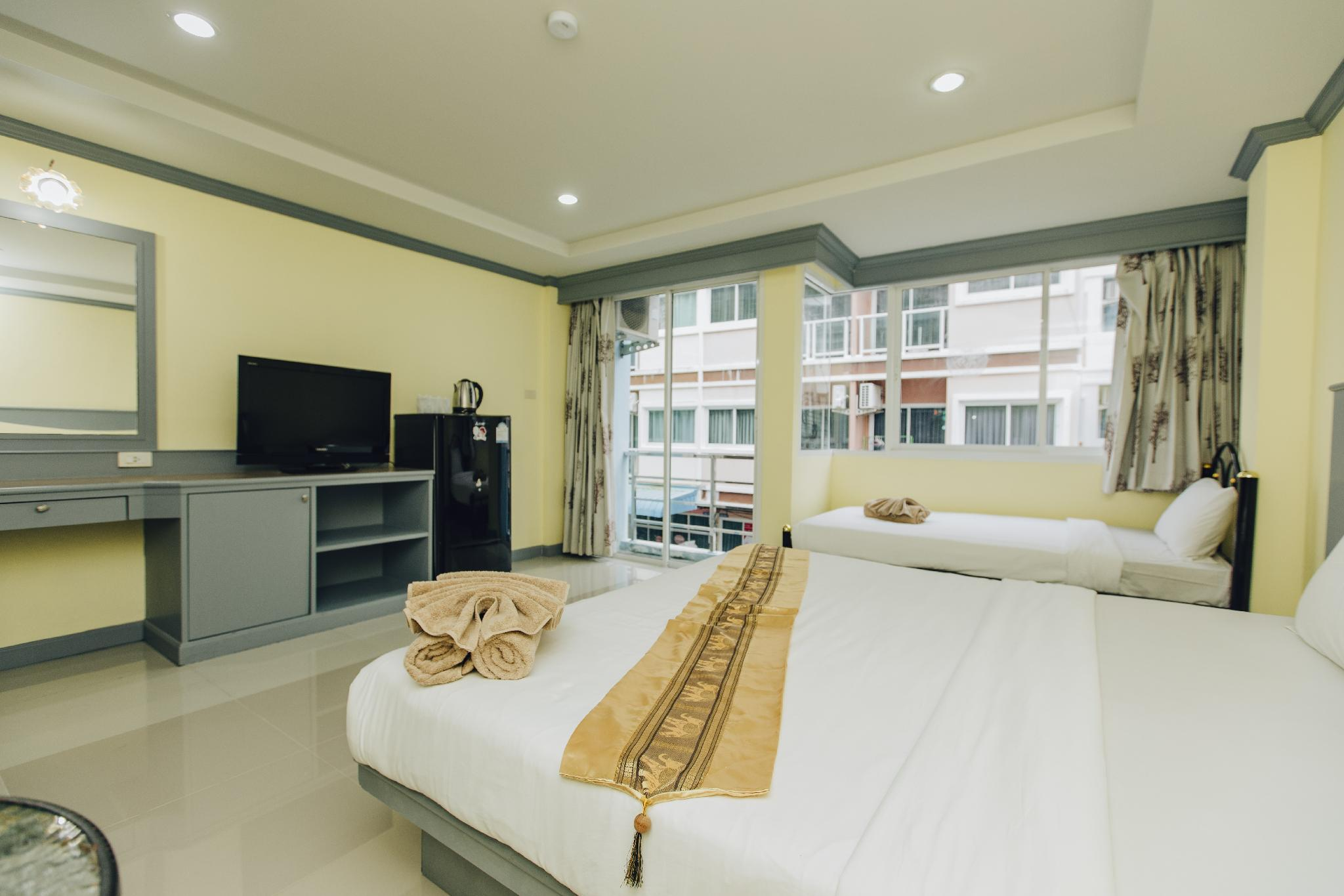 Patong New Apartment Super King Room233