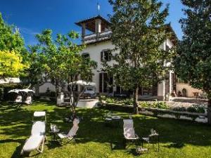 Σχετικά με Luxury B&B Villa Broncigliano (Luxury B&B Villa Broncigliano)