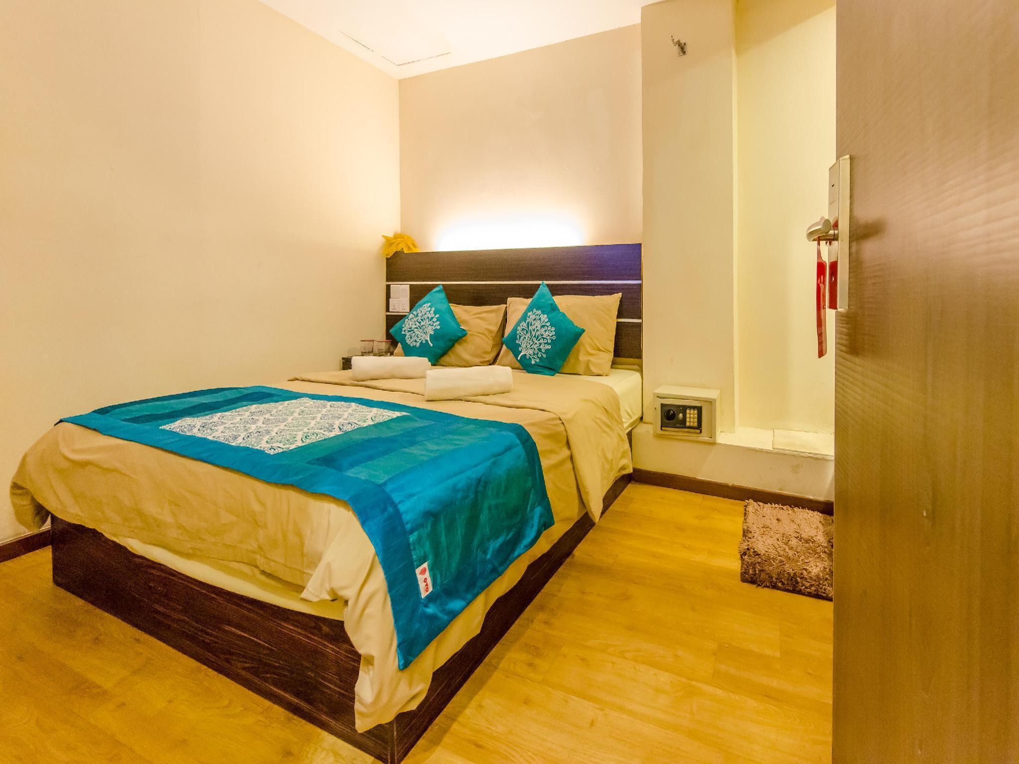 OYO 105 Sabrina Golden Palace Hotel
