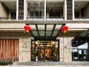 Elaine Savile International Hotel Apartment