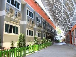 潘马尼酒店 (Panmanee Hotel)