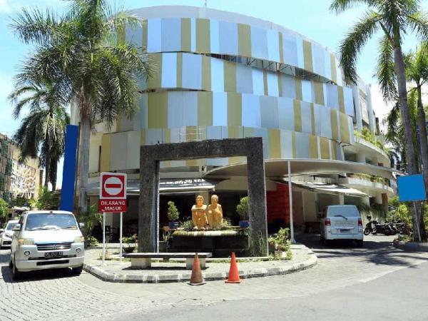 RedDoorz @ Istana Kuta Galeria Bali