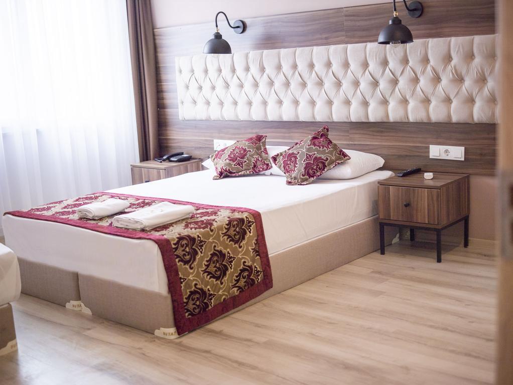The Reina Hotel