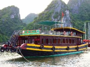 Cat Ba Local Cruise