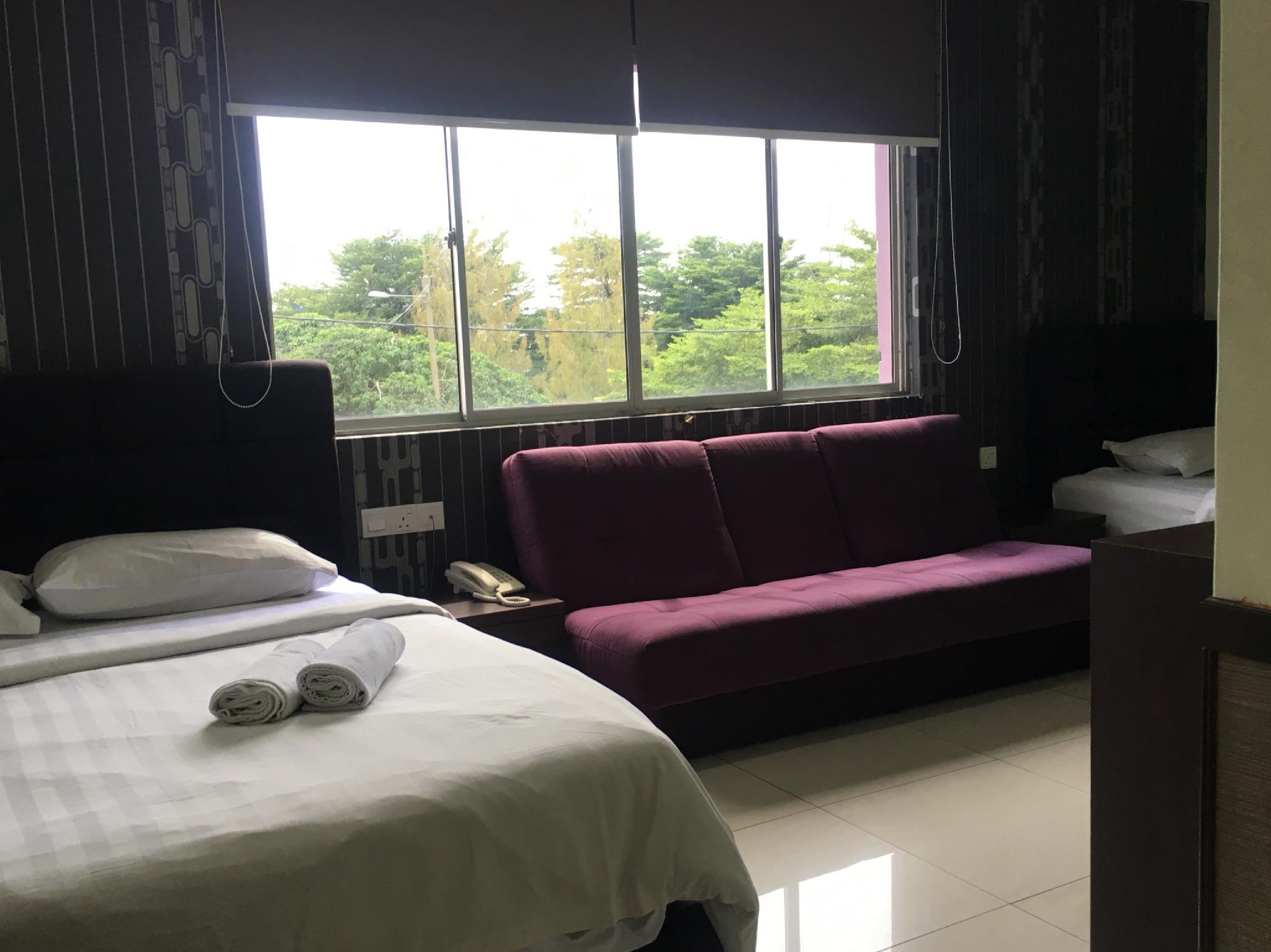 OYO 89856 MF Hotel